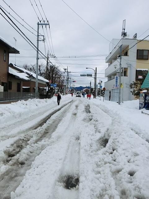 雪が積もった後の道路
